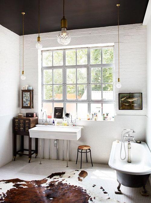 Tapete de couro no banheiro