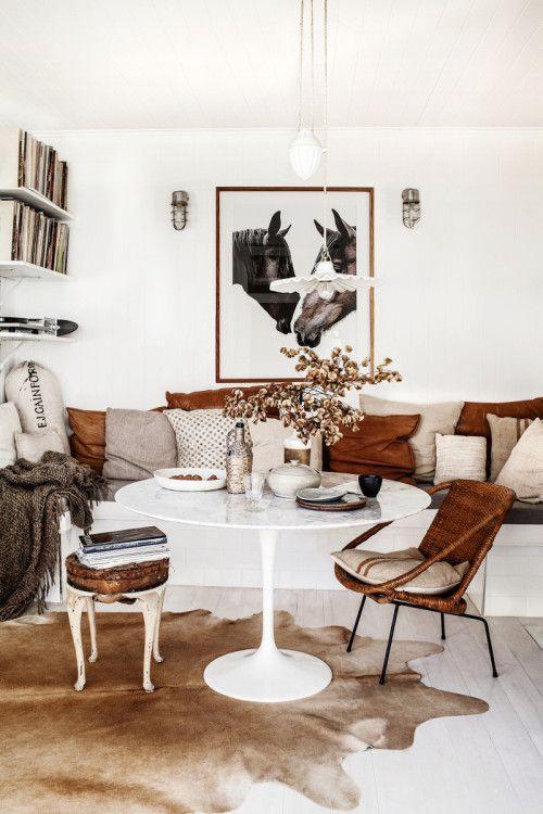 Sala com decoração em couro