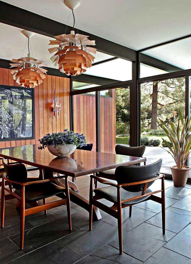Sala de jantar com móveis vintage