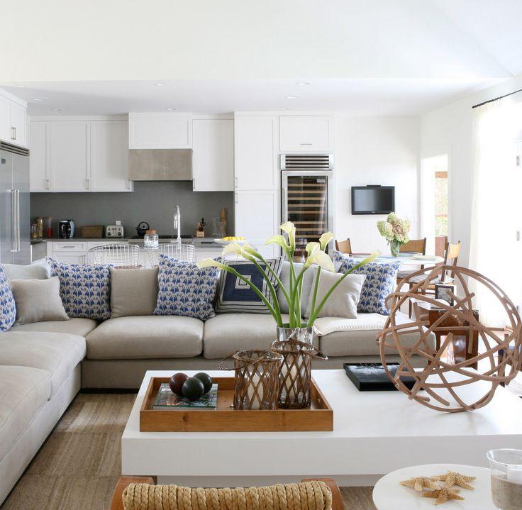 Sala com almofadas em azul
