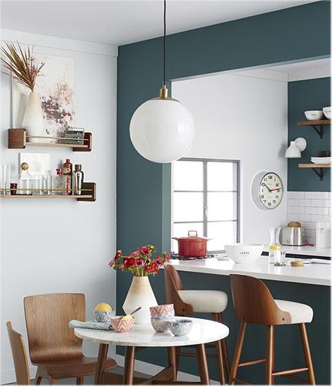 Cozinha moderna em azul e marsala