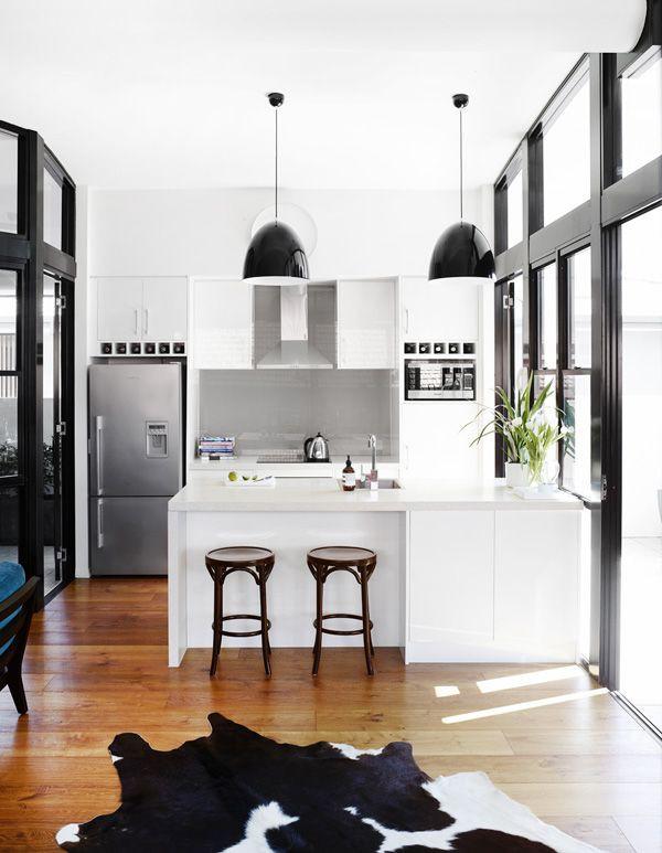 Cozinha com mobiliário em couro