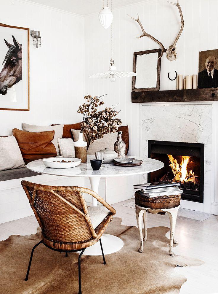 Sala com objetos em couro