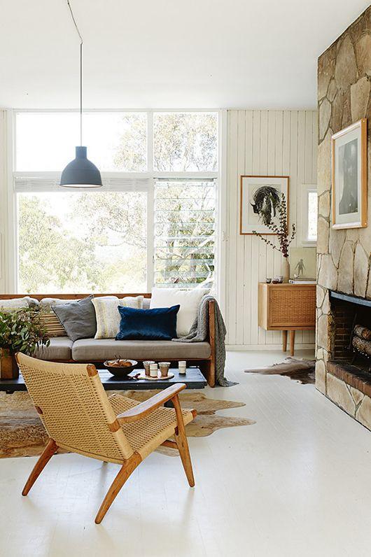 Sala moderna com tapete em couro